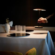 Marset Ginger 20 M Lampe de table avec batterie LED Cool Lighting, Outdoor Lighting, Lighting Design, Dining Room Lamps, 2017 Wallpaper, Portable Table, Battery Operated Lights, Set Cookie, Wood Laminate