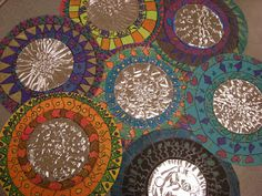 Look into th Mexican folk art. Grade Mexican Folk Art Mirrors: tooling foil circle glued in center of colored paper circle. 3rd Grade Art Lesson, Third Grade Art, Pop Art Bilder, Ecole Art, Foil Art, Thinking Day, School Art Projects, Art Lessons Elementary, Mexican Folk Art