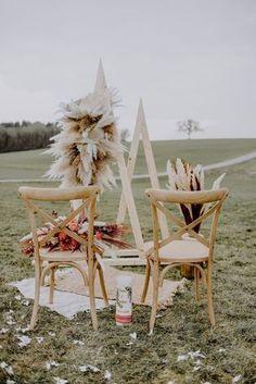 Style Inspiration für romantisch-lässige Scheunenhochzeit | noni Elope Wedding, Free Wedding, Boho Wedding, Rustic Wedding, Bohemian Wedding Inspiration, Elopement Inspiration, Wedding Ceremony Decorations, Wedding Party Favors, Groom Style