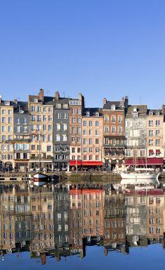 La jolie #ville de #Honfleur a bien des airs d'#Amsterdam, vous ne trouvez pas ? #port #pittoresque #PaysBas #France