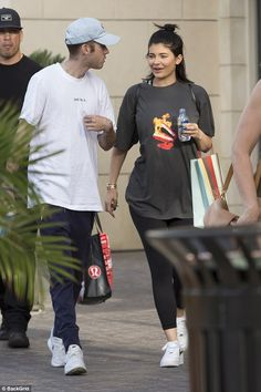 from Kylie Jenner - Shopping in Calabasas Galery Kylie Jenner 2014, Kylie Jenner Haircut, Kylie Jenner Body, Trajes Kylie Jenner, Looks Kylie Jenner, Estilo Kylie Jenner, Kylie Jenner Outfits, Kris Jenner, Kylie Jenner Embarazada