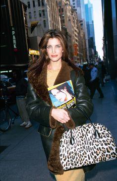 Stephanie Seymour on the streets of New York Book Nars beauty model 1990 Style, Style Année 90, 1990s Supermodels, Original Supermodels, Stephanie Seymour, Toni Garrn, Anja Rubik, Vogue Paris, 90s Fashion