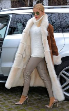 Fur lined! Leather Leggings, Leather Boots, Fur Lined Coat, Fur Coats, Fur Accessories, Sheepskin Coat, Winter Jackets, Turtle Neck, Furs
