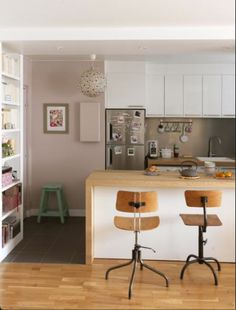 Kitchen and dining area - Features and More