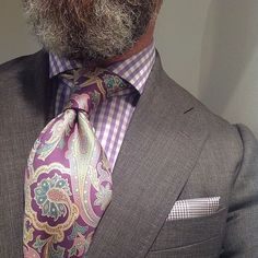 Besides the facial pubic hair, love this combination! Modern Gentleman, Gentleman Style, Sharp Dressed Man, Well Dressed Men, Mens Fashion Suits, Mens Suits, Gq Style, Elegant Man, Grown Man