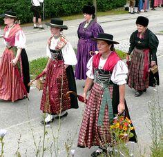 Fesche Frauen in der Tracht by dorena-wm, via Flickr