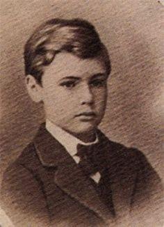 Así de inocente, pero este niño con los años fue el inventor de la dinamita… más conocido por los premios que llevan su nombre: Alfred Nobel.