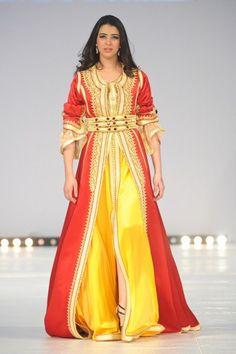 Fashion days Marrakesh Première sélection des 15 plus beaux caftans… Style Oriental, Oriental Fashion, Moroccan Caftan, Moroccan Style, Caftan Gallery, Style Marocain, Morocco Fashion, Arabic Dress, Beautiful Costumes