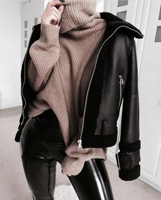 1 chemise, 5 looks mode rebelles. Moda Instagram, Winter Fashion Outfits, Fall Winter Outfits, Look Fashion, Autumn Fashion, Fashion Bags, Cold Winter Fashion, Winter Outfits For Teen Girls Cold, Fashion Women