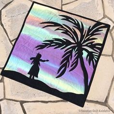 kaiolohiaさんはInstagramを利用しています:「#ハワイアンキルト#キルト#hawaiianquilt#hawaii#ハワイ #hula#フラ#フラガール#sunset #サンセット #ヤシの木#ヤシ#aloha」 Hawaiian Quilts, Animal Quilts, Hula Girl, Quilt Blocks, Outdoor Blanket, Sewing, Creative, Quilting, Flowers