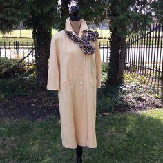 "Vintage coat Vintage coat good condition no holes are spots. Linning clean also armpit to armpit 22"" 22x2 bust 44 Vintage Jackets & Coats"