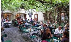 Genießen: Die 19 schönsten Gastgärten Wiens | Wienerin Restaurant Bar, Beautiful Buildings, Beautiful Places, Lokal, Vienna Austria, Outdoor Furniture Sets, Outdoor Decor, Salzburg, Day Trips