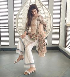 Waiting for iftaar like ! Pakistani Casual Wear, Pakistani Formal Dresses, Pakistani Outfits, Indian Dresses, Pakistani Couture, Salwar Designs, Desi Wear, Designs For Dresses, Pakistan Fashion