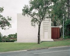 World Architecture Community News - Peter Besley uses extruded mortar for Couldrey House creating a visual noise in western Brisbane Residential Architecture, Contemporary Architecture, Brisbane Architecture, Brick Architecture, Amazing Architecture, Bartlett School Of Architecture, House Front Door, Melbourne House, Brick Facade