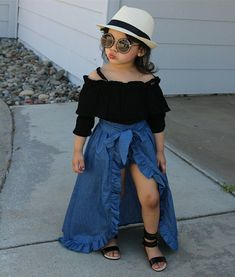 New baby fashion toddlers girl outfits ideas Cute Little Girls Outfits, Dresses Kids Girl, Kids Outfits Girls, Shorts For Girls, Cute Baby Outfits, Girls Denim Dress, Stylish Baby Girls, Kids Girls, Cute Kids Fashion