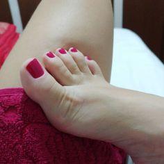 Da cor da toalha ❤ . . . . . . #teamprettyfeet #feet #feetstagram #feets #pezinhos #pesdeprincesa #solinhas #apaixonadoporpes #instafeetlove #perfectfeet #pezinhosdeprincesa #podolatria #girlsfeet #podo #belospezinhos #pesdasarah #feetsarah #instafeet #footmodel #feetlovers