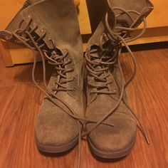 Suade brown/olive midi ankle combat boots Super cute boots. Perfect for any outfit. They are super comfortable and can be work all day without feet hurting. I have big calfs and unfortunately didn't fit methey haven't been used and are in new condition❤️ ALDO Shoes Combat & Moto Boots