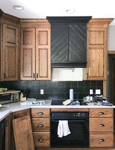 Oak Kitchen Remodel, Kitchen Redo, Home Decor Kitchen, Rustic Kitchen, New Kitchen, Home Kitchens, Kitchen Design, Kitchen Black, Kitchen Paint