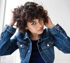 Talking curls with Alia Shawkat | NYLON