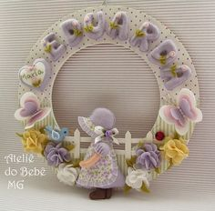 Girl w/Bonnet, Flowers, Butterflies & Fence Baby Crafts, Felt Crafts, Crafts For Kids, Felt Wreath, Diy Wreath, Baby Bunting, Felt Baby, Felt Dolls, Felt Ornaments