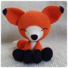 The sleepy fox - Free amigurumi pattern