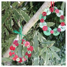 Button Wreaths: Glue, buttons and ribbon is all you need to make these very sweet little wreaths