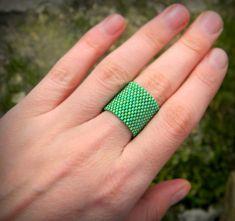 Очень широкое зеленое кольцо