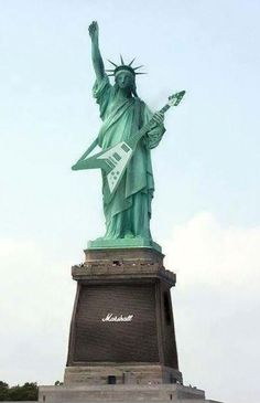 Rock N Roll. Lady Liberty with a flying V (and Marshall Amp) Hard Rock, Power Metal, Guitar Art, Cool Guitar, Heavy Metal, El Rock And Roll, Rock Y Metal, Rock Cafe, Montage Photo
