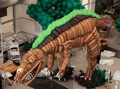 Balloonasaurus Airigami specializes in making crazy balloon sculptures, but they might've outdone themselves by making this reproduction of the acrocanthosaurus, which was put alongside real dinosaur skeletons at the Virgina Museum of Natural History. Build A Dinosaur, Real Dinosaur, Dinosaur Skeleton, Hanging Origami, Diy Hanging, Dinosaur Projects, Sculpture Stand, Giant Balloons, Dinosaur Balloons