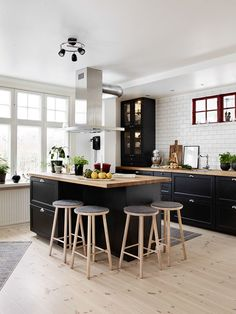 kitchen//black..