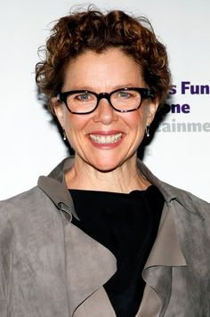 2989b45c56b Note how different Annette Benning looks with black frames Annette Bening