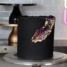 Geode Cake, Buttercream Cake, Party Cakes, Love, Baking, Desserts, Instagram, Buttercream Ruffles, Shower Cakes