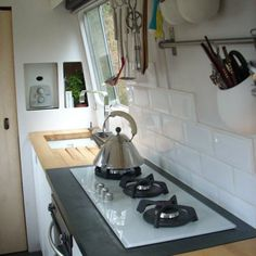 Google Image Result for http://www.kitchenclarity.com/wp-content/uploads/2011/03/narrow-boat-kitchen-D-Brown.jpg