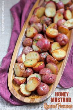Honey Mustard Roasted Potatoes (Busy in Brooklyn) Honey mustard roasted potatoes – deliciously sweet and savory! Vegetable Dishes, Vegetable Recipes, Vegetarian Recipes, Cooking Recipes, Healthy Recipes, Pasta Recipes, Crockpot Recipes, Salad Recipes, Chicken Recipes