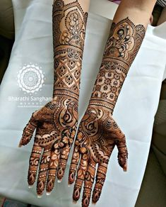 94 Easy Mehndi Designs For Your Gorgeous Henna Look Wedding Henna Designs, Full Hand Mehndi Designs, Modern Mehndi Designs, Beautiful Henna Designs, Dulhan Mehndi Designs, Latest Mehndi Designs, Mehandi Designs, Mehandi Images, Peacock Mehndi Designs