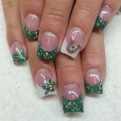 St Patrick's day acrylic nails with green glitter clovers and hourseshoe. Instagram: @boop711