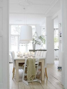 A modern, clean Scandinavian style beautifully accented with a Wide Plank Floor Scandinavian Interior Design, Scandinavian Home, Estilo Shabby Chic, White Rooms, White Walls, Style At Home, Home Fashion, Modern Farmhouse, Home Furnishings