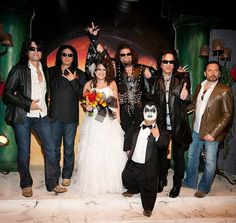 KISS Wedding Chapel in Vegas. Duuuuuuddddeeee.... why didn't I know about this?!?!?! AH!!! Maybe we'll do a vow renewal... lol