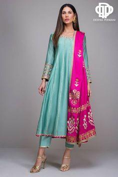 Pakistani Dresses Casual, Indian Gowns Dresses, Indian Fashion Dresses, Pakistani Dress Design, Indian Designer Outfits, Designer Dresses, Stylish Dresses For Girls, Stylish Dress Designs, Designs For Dresses