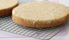 Saftig Mandel kakebunn - Passion For baking British Baking Show Recipes, 8 Inch Cake, Cake Recipes, Dessert Recipes, Ground Almonds, Paleo Treats, Almond Cakes, Easter Cookies, International Recipes