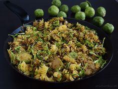 sojaturobie: Orzechowa brukselka z curry i makaronem
