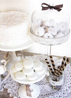 Spring is just around the corner friends, but before we say goodbye to winter I couldn't resist sharing this vintage winter white sweets ta. White Dessert Tables, White Desserts, Dessert Buffet, Dessert Ideas, First Communion Party, Baptism Party, Baptism Ideas, Winter Wonderland Party, Winter Onederland