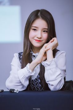 161016 © Time in October Kpop Girl Groups, Korean Girl Groups, Kpop Girls, Wubba Lubba, Olivia Hye, Sooyoung, Ulzzang Girl, Pop Group, South Korean Girls