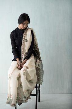 Goodearth - Amer Tulip Chanderi Saree Indian Attire, Indian Wear, Indian Style, Indian Dresses, Indian Outfits, Modern Saree, Indian Fabric, Elegant Saree, Saree Styles
