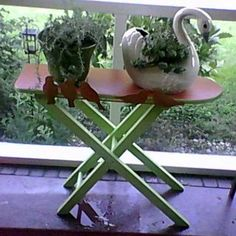 Thrift store ironing board becomes a plant stand! Wish I could find an all wooden ironing board! Vintage Ironing Boards, Wooden Ironing Board, Trash To Treasure, Creative Decor, Yard Art, Home Projects, Rustic Decor, Painted Furniture, Decoration