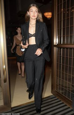 Gigi Hadid flashes her sheer bra under a tailored suit during night on the town at LFW Daily Mail Online Style Outfits, Prom Outfits, Classy Outfits, Cute Outfits, Office Outfits, Gigi Hadid Outfits, Gigi Hadid Style, Gigi Hadid Fashion, Suit Fashion