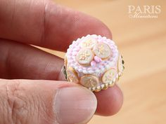 Pink Flower Cookie Cake Miniature Food in 12th por ParisMiniatures