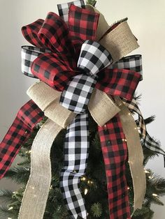 Christmas Tree Topper / Paid Xmas Tree Topper / Buffalo Plaid Red – Black – Burlap Decorative Bow / Buffalo Christmas Tree Topper / Handmade – Christmas World Christmas Style, Black Christmas Trees, Ribbon On Christmas Tree, Christmas Diy, Diy Christmas Tree Topper, Handmade Christmas, Rustic Christmas Tree Decorations, Buffalo Check Christmas Decor, Christmas Angels