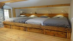 Book your holiday cottage Saint-Véran, comprising 4 bedrooms for 12 persons. Your holiday rental Hautes-Alpes from 70 € the night on Homelidays. Bunk Bed Rooms, Bunk Beds Built In, Attic Bedrooms, Home Bedroom, Bedroom Decor, Bunk Bed Designs, Girl Bedroom Designs, A Frame House, Cool Beds