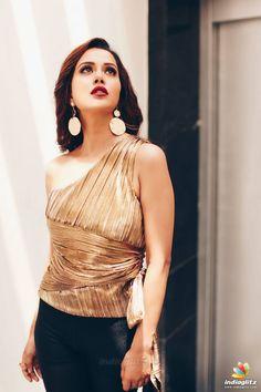 Raiza Wilson photoshoot stills by Tarun Koliyot - South Indian Actress Hollywood Heroines, Hollywood Actresses, Indian Actresses, Raiza Wilson, Hollywood Actress Name List, Heroine Photos, Bollywood Photos, Bollywood Actress Hot, Tamil Actress Photos
